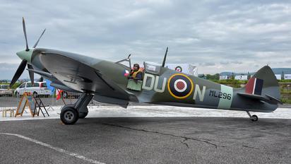 ML296 - Private Supermarine Spitfire Replica