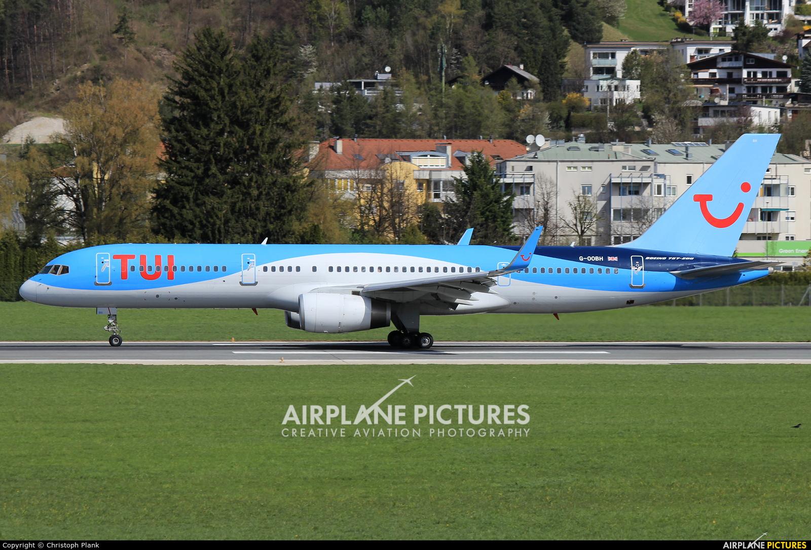 TUI Airways G-OOBH aircraft at Innsbruck