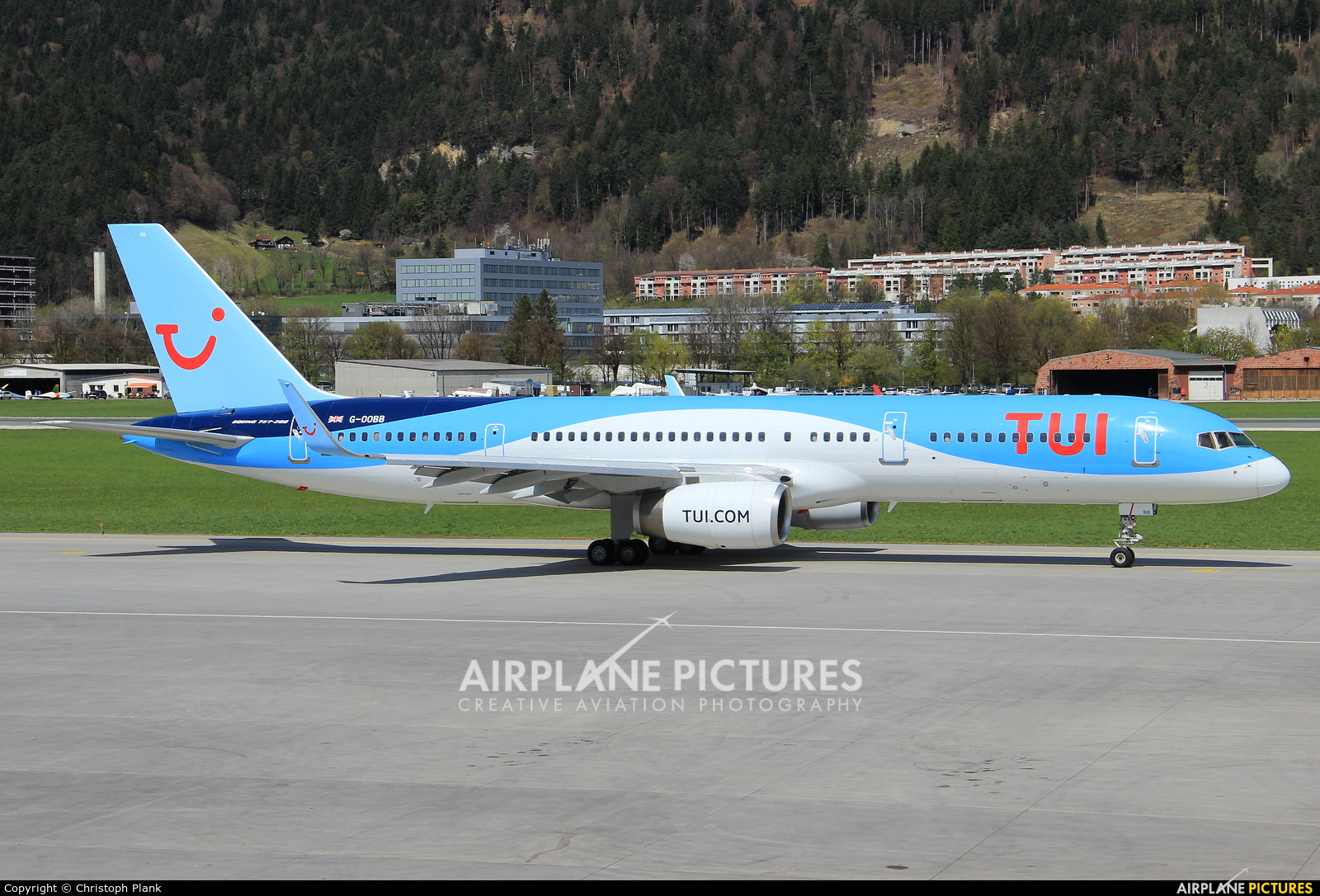 TUI Airways G-OOBB aircraft at Innsbruck