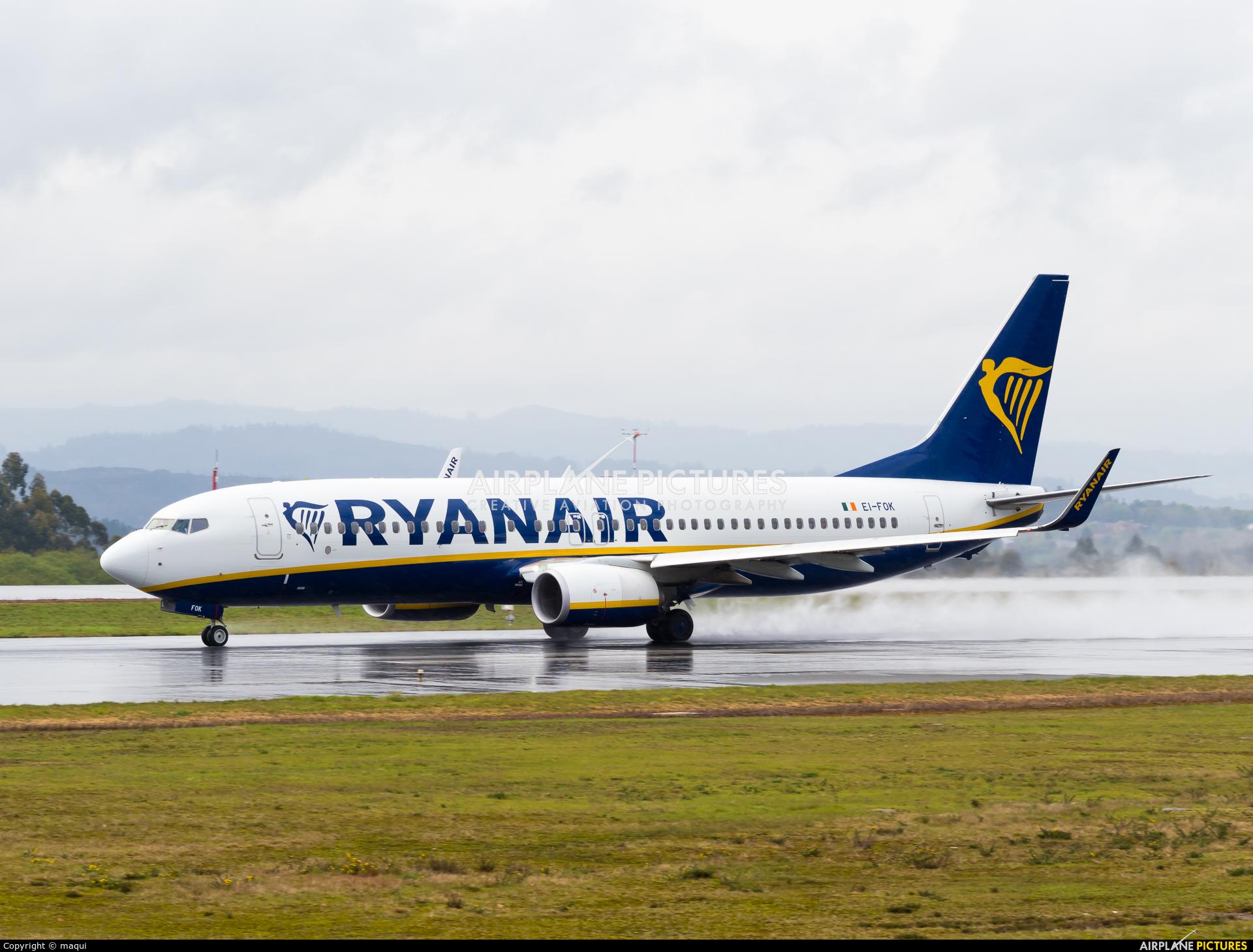 Ryanair EI-FOK aircraft at Santiago de Compostela