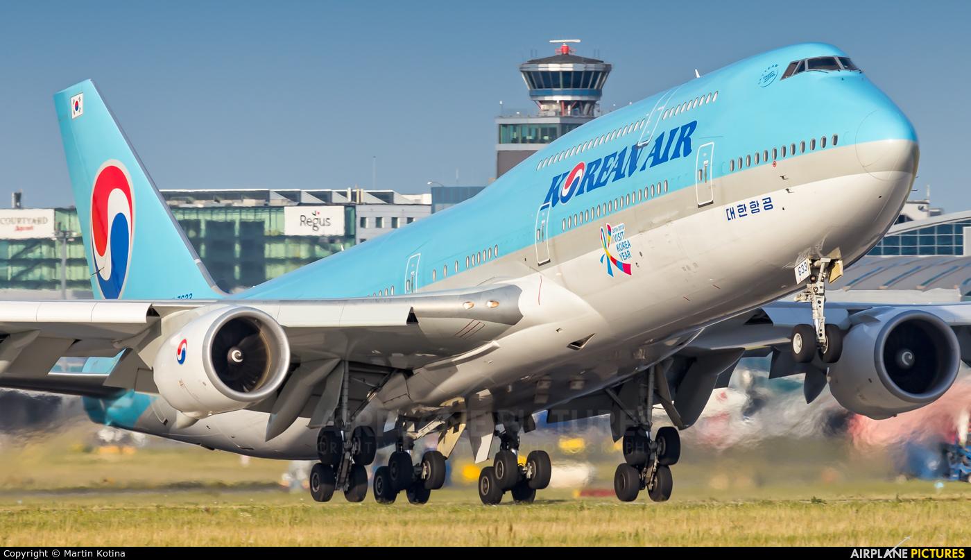Korean Air HL7633 aircraft at Prague - Václav Havel