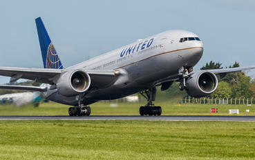 N214UA - United Airlines Boeing 777-200ER