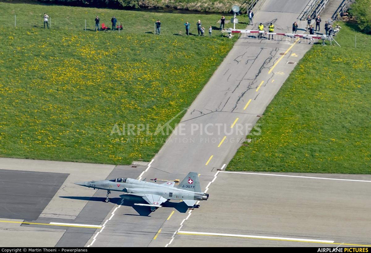 - Airport Overview J-3077 aircraft at Meiringen