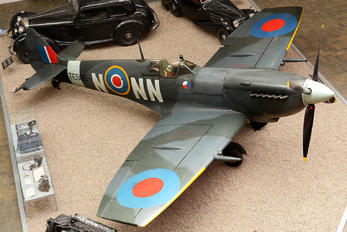 TE565 - Royal Air Force Supermarine Spitfire LF.IXe