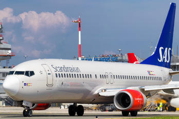 LN-RGG - SAS - Scandinavian Airlines Boeing 737-800