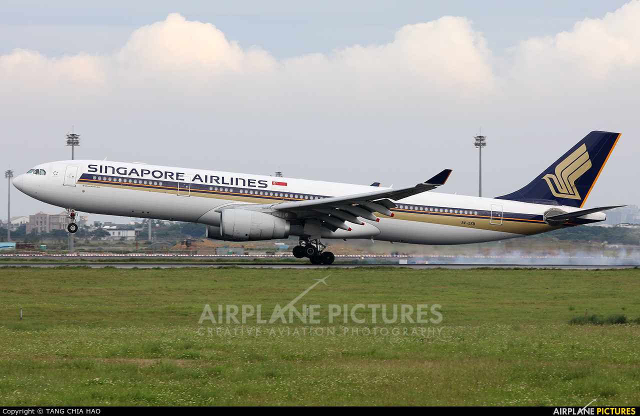 Singapore Airlines 9V-SSB aircraft at Taipei - Taoyuan
