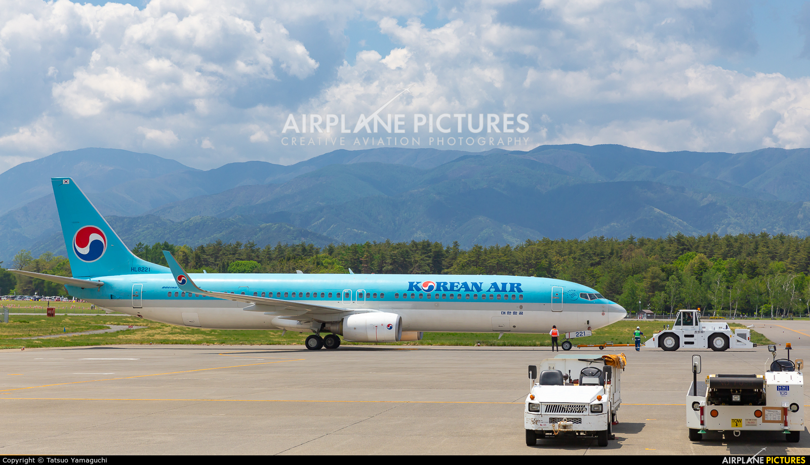 Korean Air HL8221 aircraft at Shinshu - Matsumoto