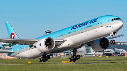 HL7784 - Korean Air Boeing 777-300ER