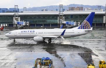 N76269 - United Airlines Boeing 737-800