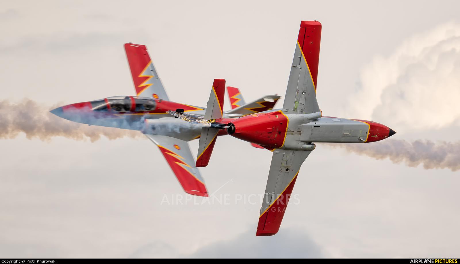 Spain - Air Force : Patrulla Aguila E.25-87 aircraft at Orange - Caritat