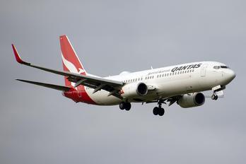 VH-VYZ - QANTAS Boeing 737-800