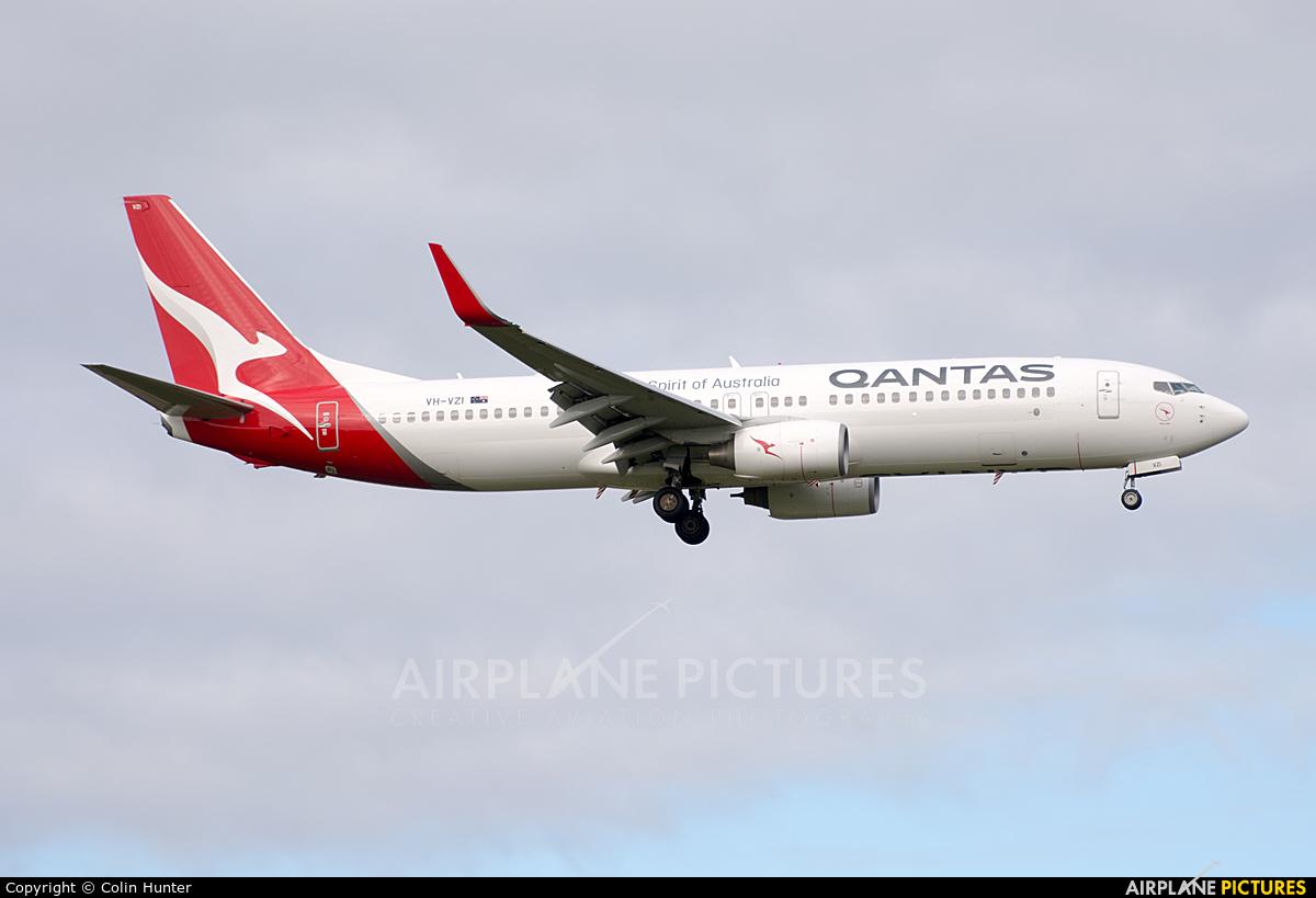 QANTAS VH-VZI aircraft at Auckland Intl
