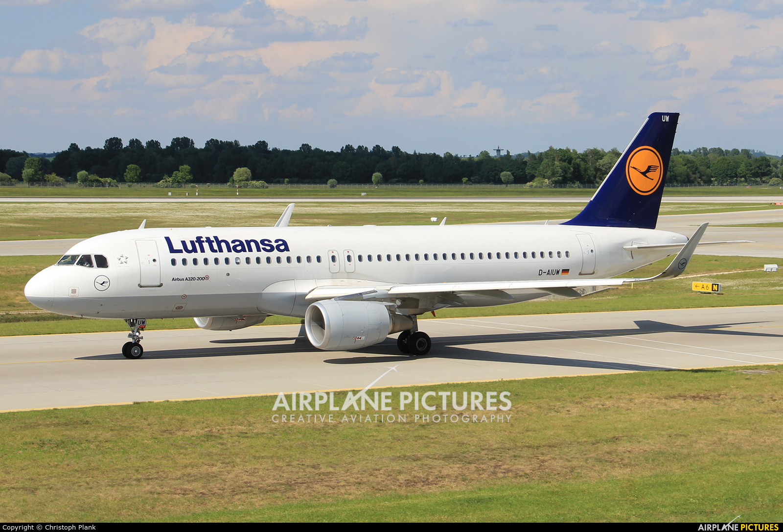 Lufthansa D-AIUW aircraft at Munich