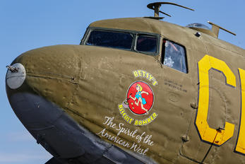 N47SJ - Private Douglas DC-3