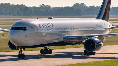 N181DN - Delta Air Lines Boeing 767-300ER