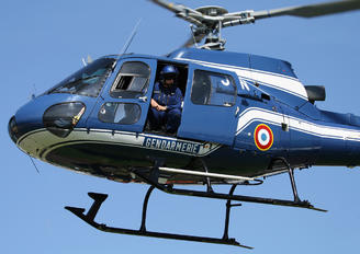 2044 - France - Police Aerospatiale AS350 Ecureuil / Squirrel
