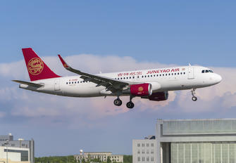 B-304G - Juneyao Airlines Airbus A320