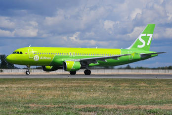 VQ-BRD - S7 Airlines Airbus A320