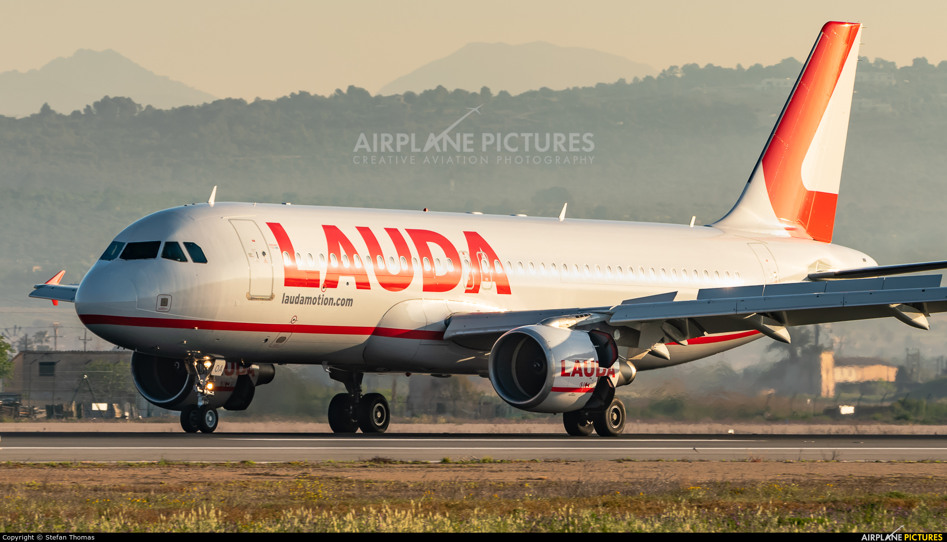 LaudaMotion OE-LOA aircraft at Palma de Mallorca