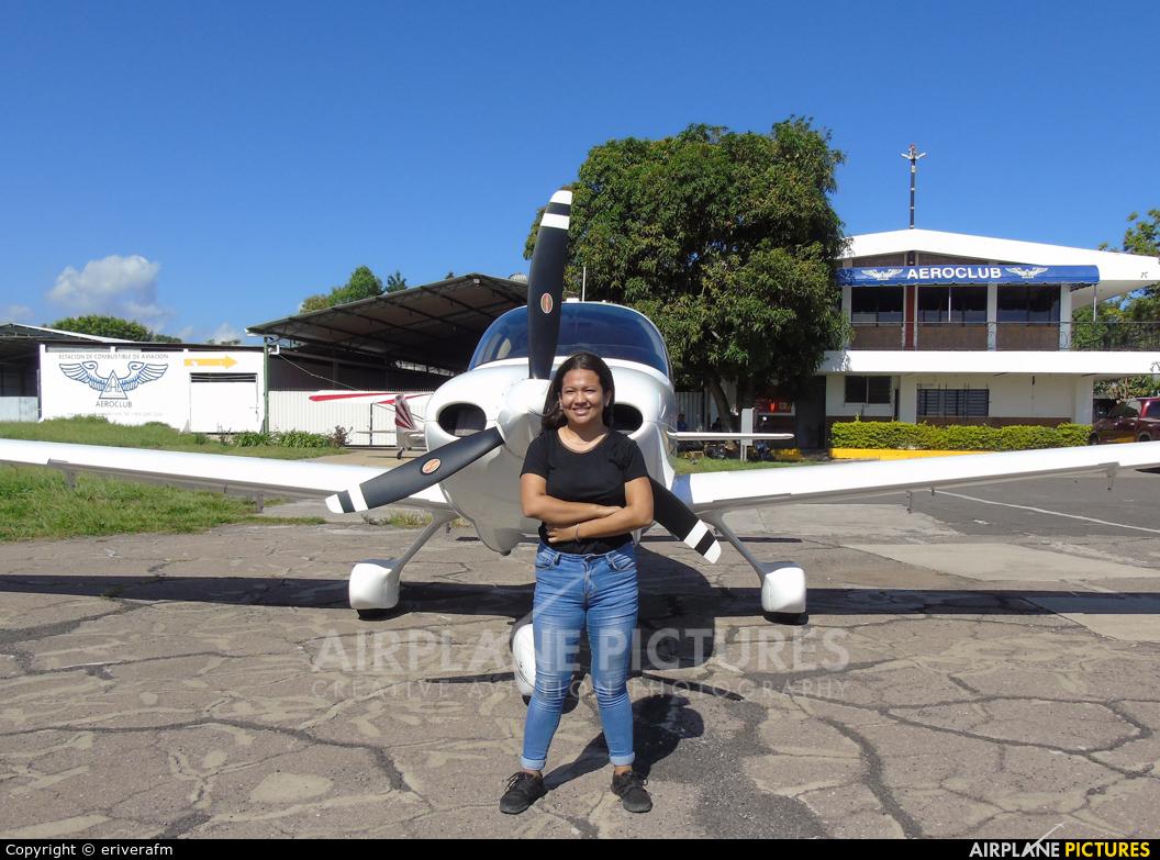 - Aviation Glamour N318SY aircraft at San Salvador - Ilopango Intl