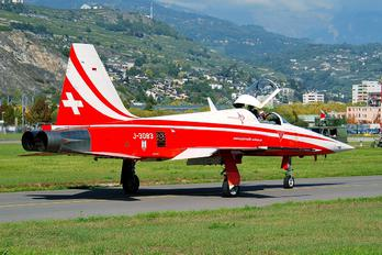 J-3083 - Switzerland - Air Force:  Patrouille de Suisse Northrop F-5E Tiger II