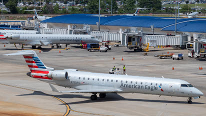 N725PS - American Eagle Canadair CL-600 CRJ-701