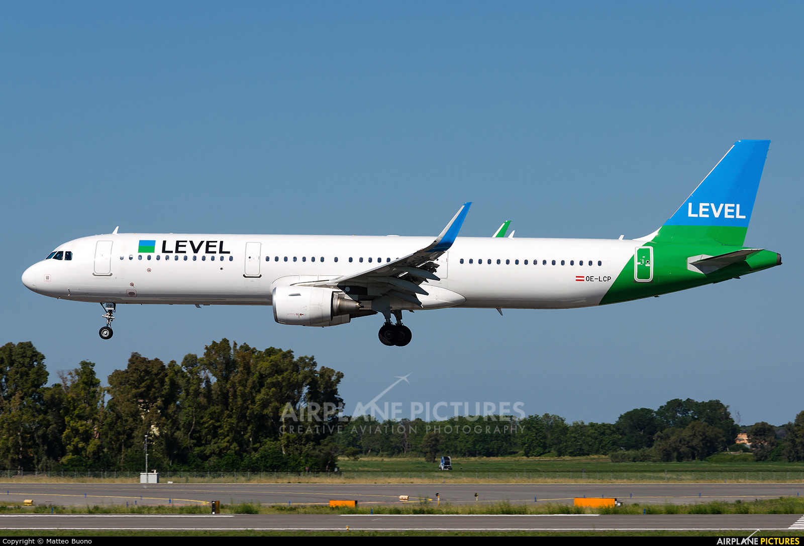 LEVEL OE-LCP aircraft at Rome - Fiumicino