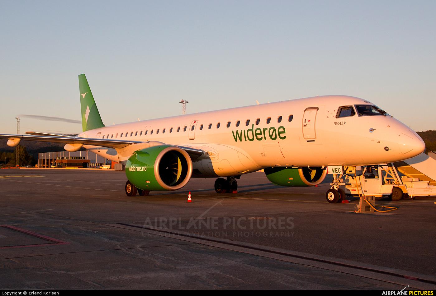Widerøe LN-WEC aircraft at Trondheim - Vaernes