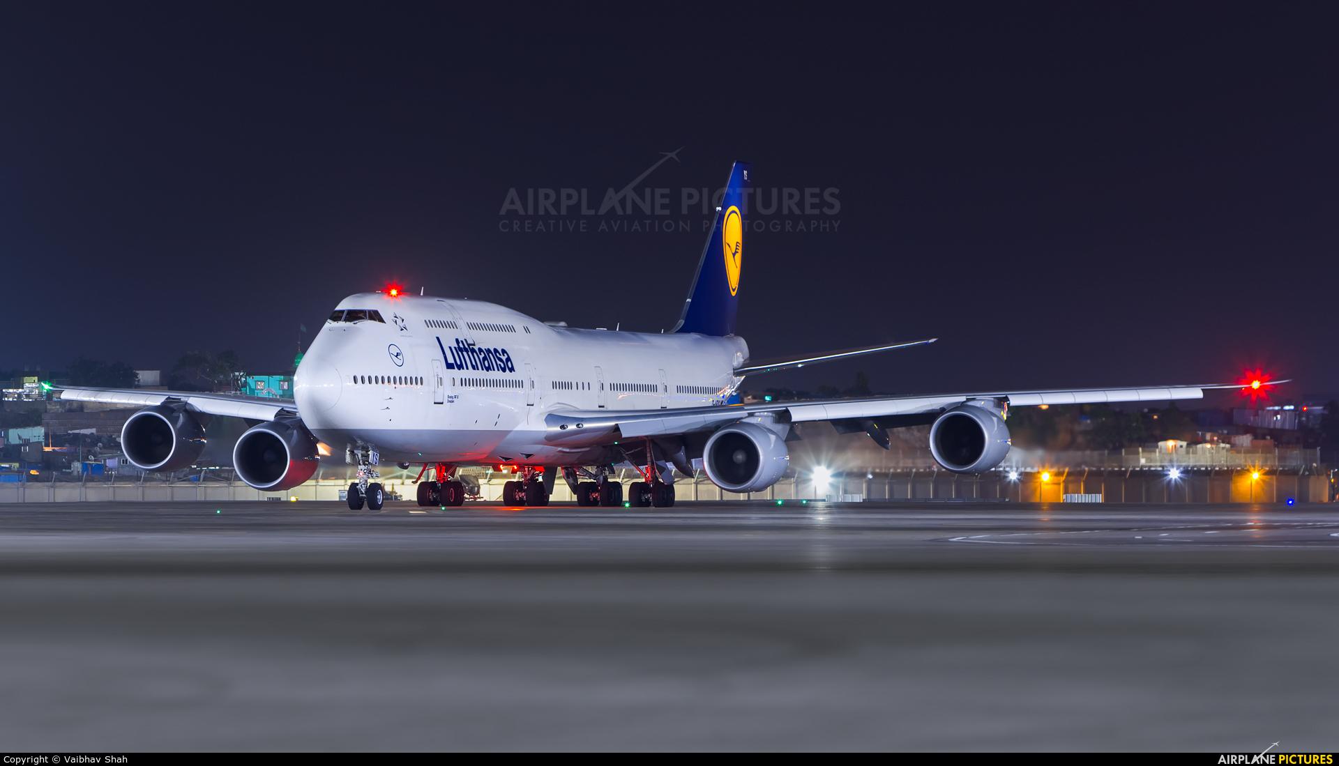 Lufthansa D-ABYS aircraft at Mumbai - Chhatrapati Shivaji Intl