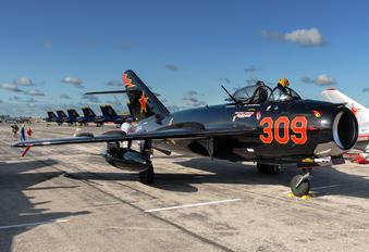 N406DM - Private Mikoyan-Gurevich MiG-17