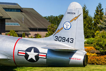 30943 - USA - Air Force Lockheed T-33A Shooting Star