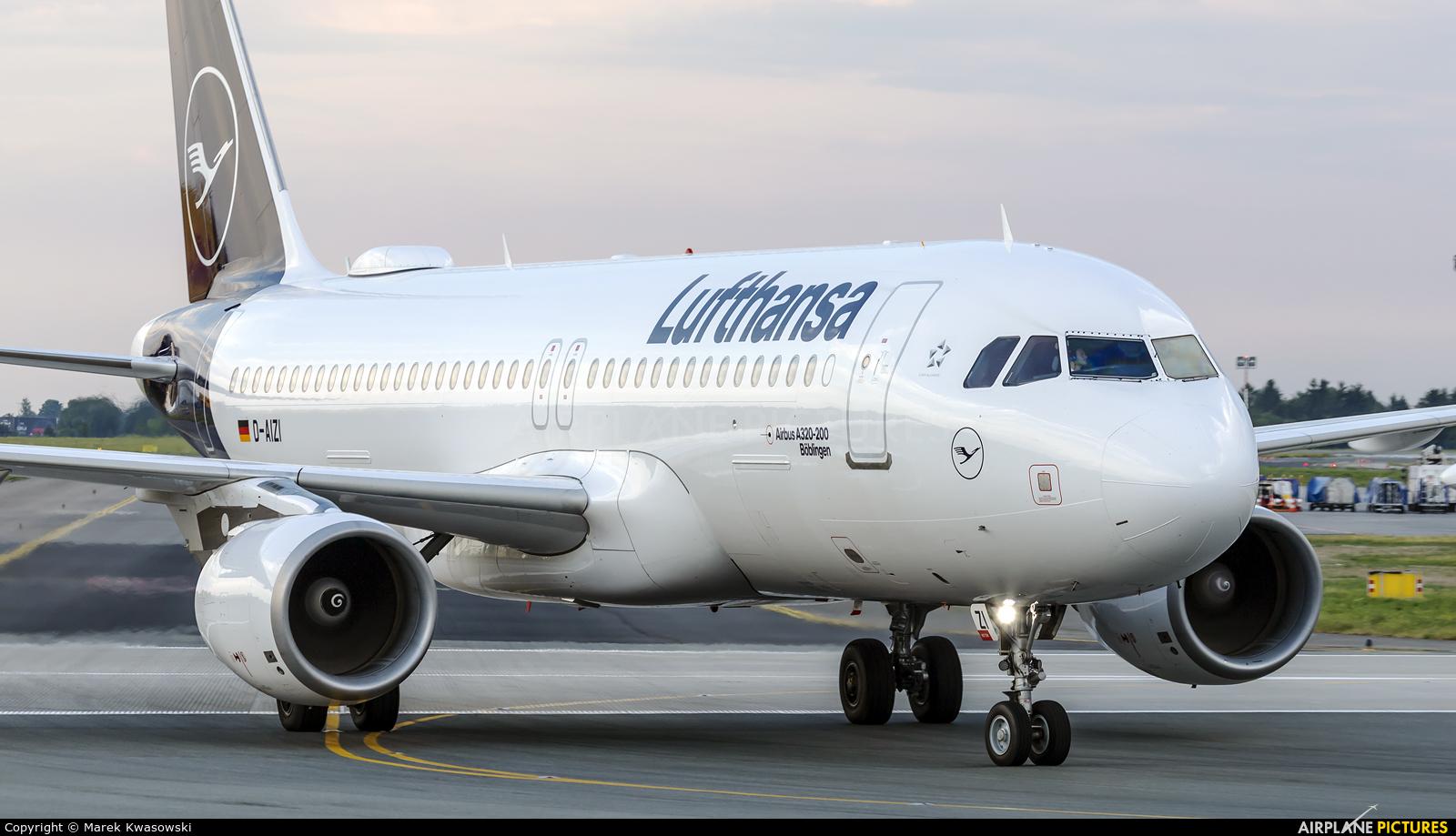 Lufthansa D-AIZI aircraft at Warsaw - Frederic Chopin