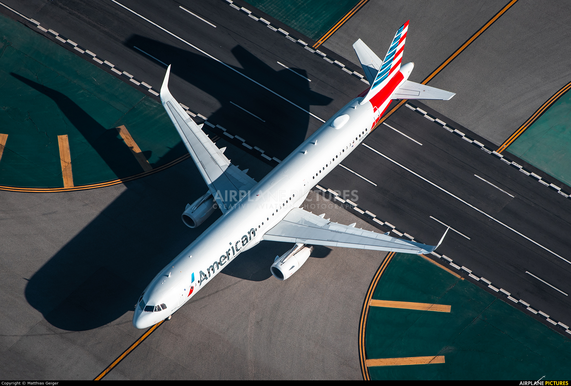 American Airlines N132AN aircraft at Los Angeles Intl