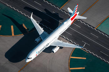 N132AN - American Airlines Airbus A321