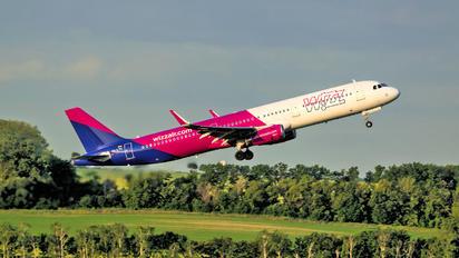 HA-LTH - Wizz Air Airbus A321