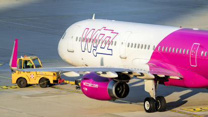 HA-LTG - Wizz Air Airbus A321