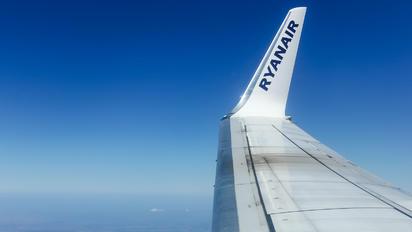 EI-ESV - Ryanair Boeing 737-800