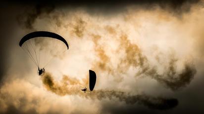 - - Unknown Parachute Parachute - tandem