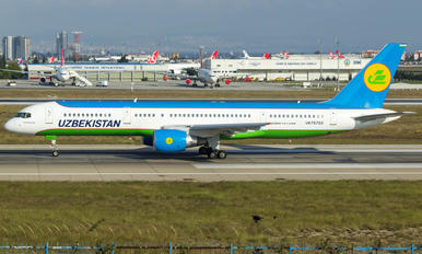 UK75702 - Uzbekistan Airways Boeing 757-200