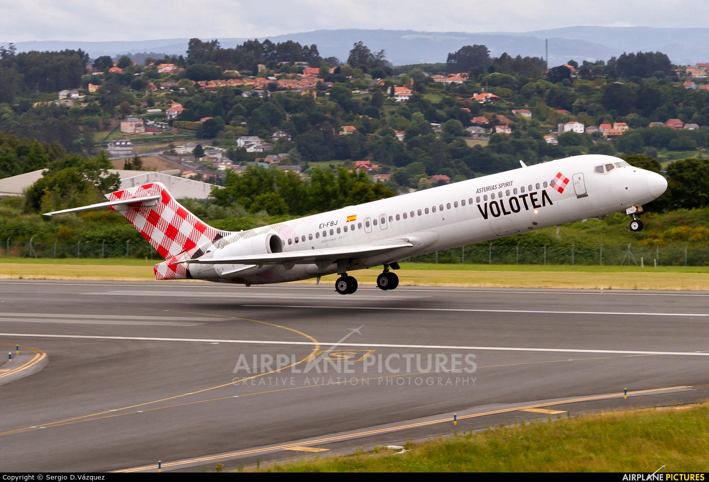 Volotea Airlines EI-FBJ aircraft at La Coruña