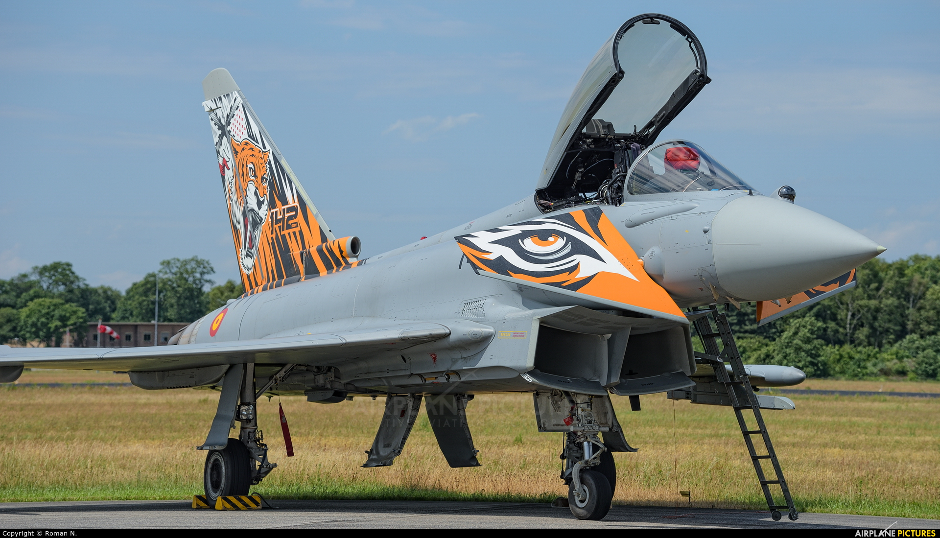 Spain - Air Force C.16-71 aircraft at Uden - Volkel