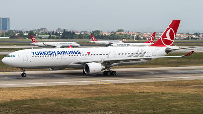 TC-LNF - Turkish Airlines Airbus A330-300