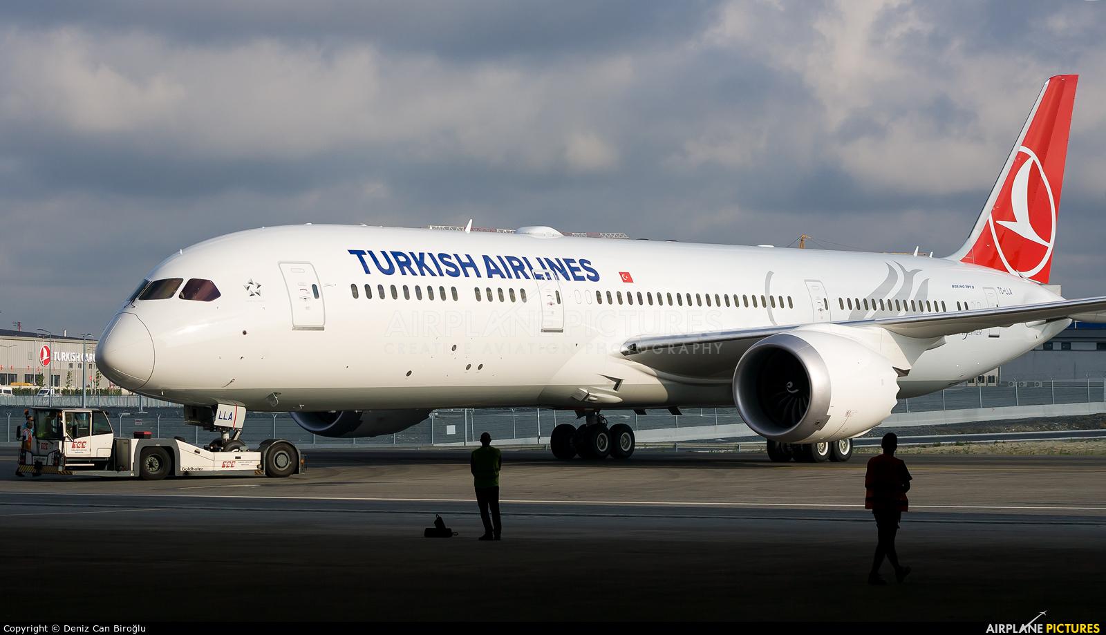 Turkish Airlines TC-LLA aircraft at İstanbul New Airport