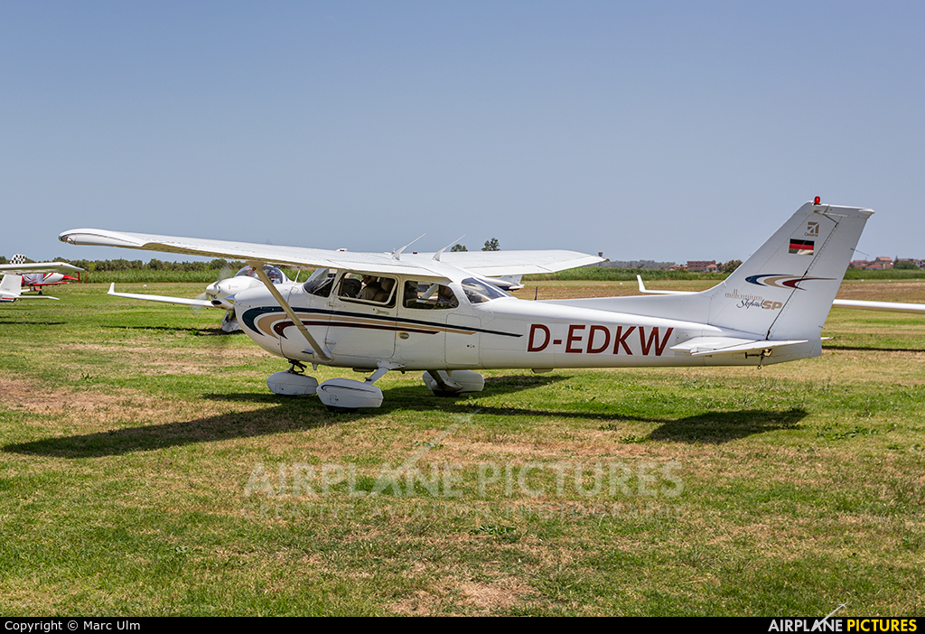 Private D-EDKW aircraft at Sibari Fly