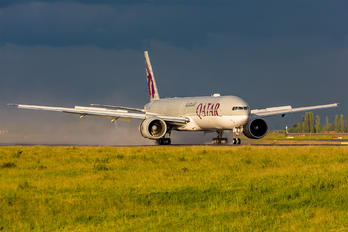 A7-BET - Qatar Airways Boeing 777-300ER