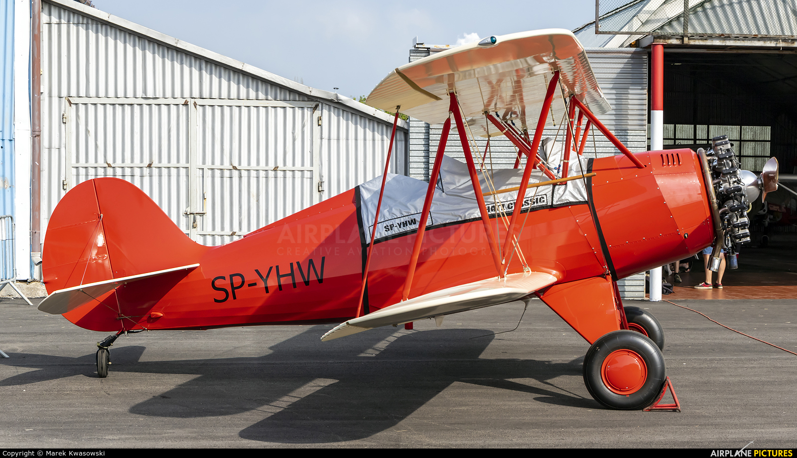 Private SP-YHW aircraft at Płock
