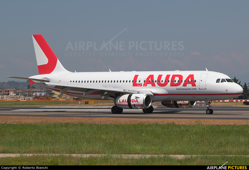 LaudaMotion OE-LOZ aircraft at Verona - Villafranca