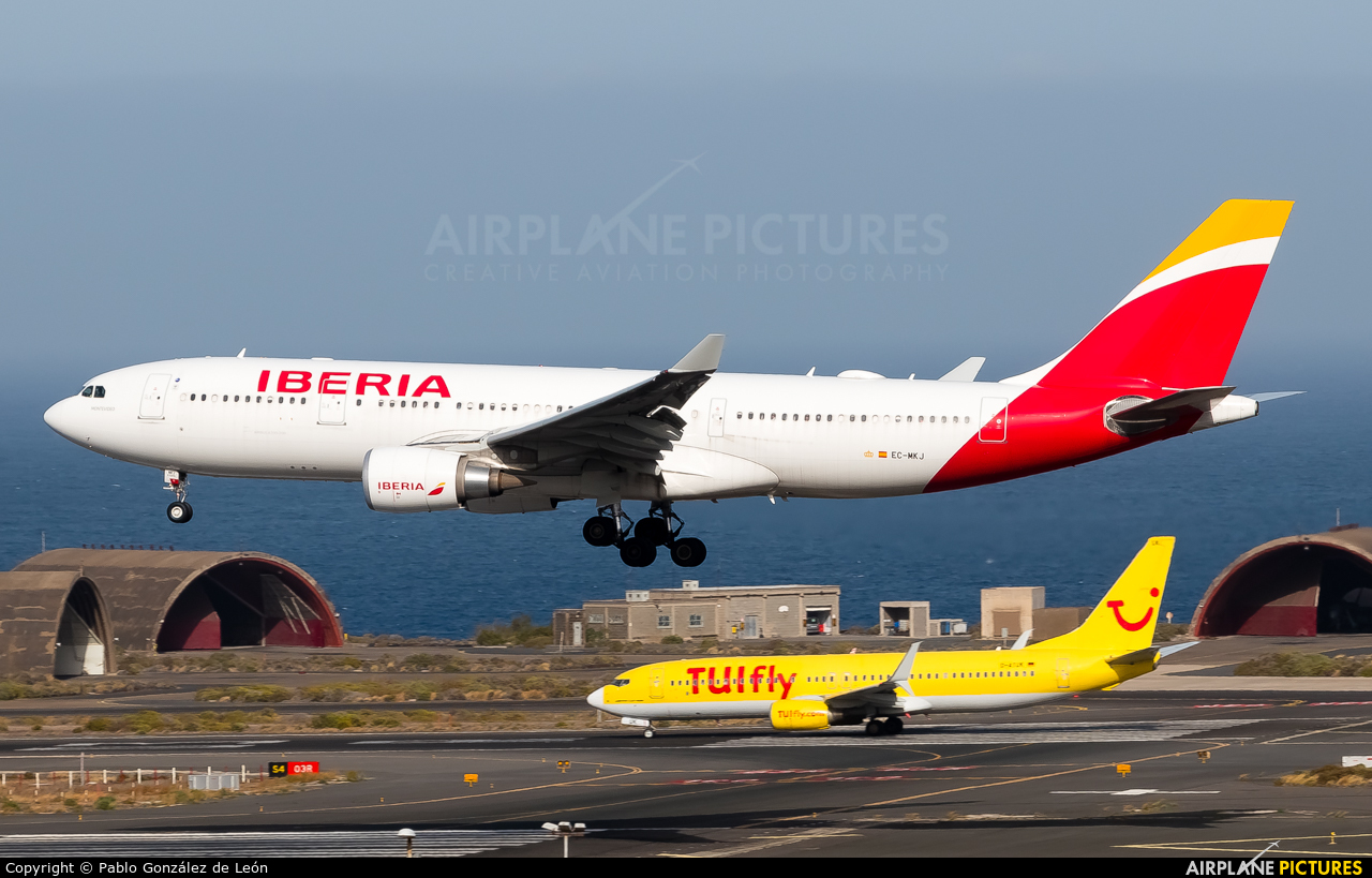 Iberia EC-MKJ aircraft at Aeropuerto de Gran Canaria