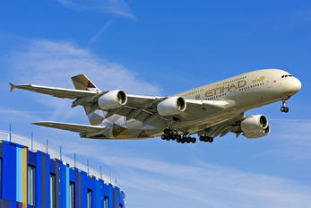 A6-APJ - Etihad Airways Airbus A380