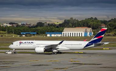 PR-XTH - LATAM Airbus A350-900